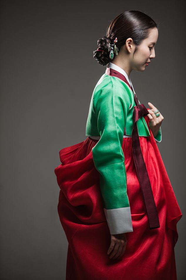 Hanbok, Korean traditional dress by Jahong(자홍) http://www.jahong.co.kr/