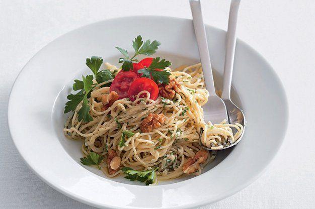 Špagety s nivovým pestem | Apetitonline.cz