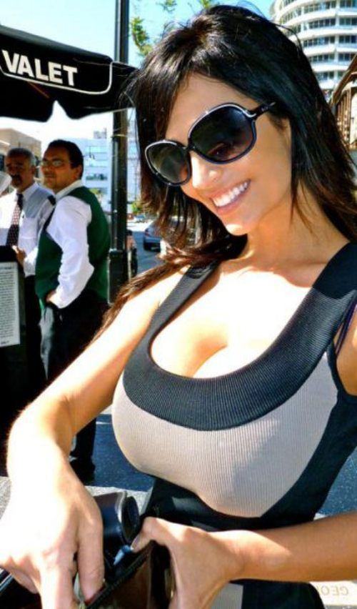denise milani hot 21 Yesterday it was Jordan Carver doing yoga, today its Denise Milanis Facebook page (46 Photos)
