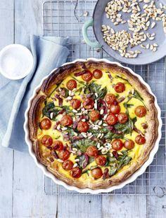 Quiche met spinazie, tomaatjes en pijnboompitten