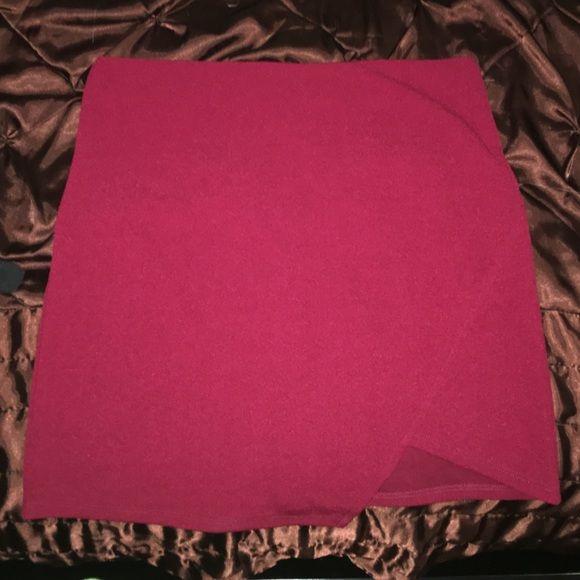 Maroon Envelope Skirt maroon envelope skirt, almost knee length, zipper in the back, elastic waistband Forever 21 Skirts Mini