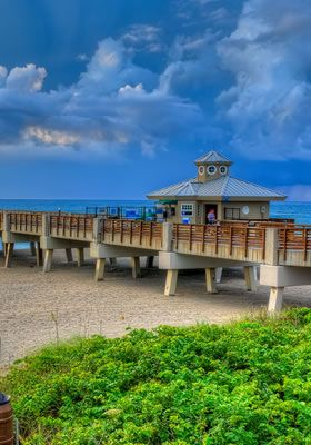 Jupiter Florida features a very active waterfront setting! http://www.admiralsgolfvillage.com