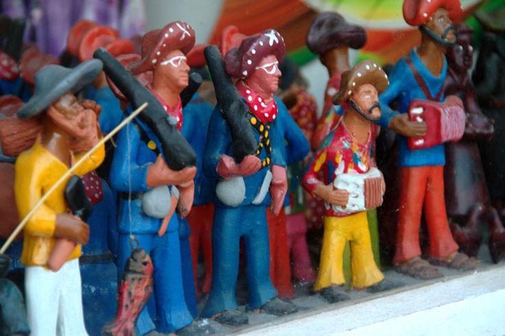 Artesanato encontrado no centro de Maragogi, um dos municípios que formam a Costa dos Corais, no norte de Alagoas, Brasil.  Fotografia: Eduardo Vessoni / UOL.