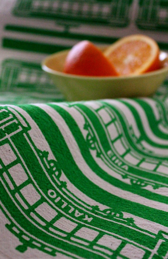 Tram -keittiöpyyhe // Tram -tea towel Design by Pisama Design