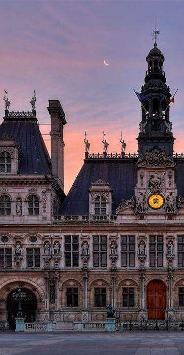 The Hôtel de Ville in Paris
