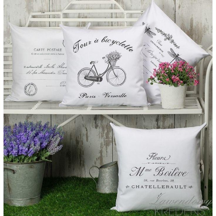 Białe poduszki w stylu francuskim marki French Home.