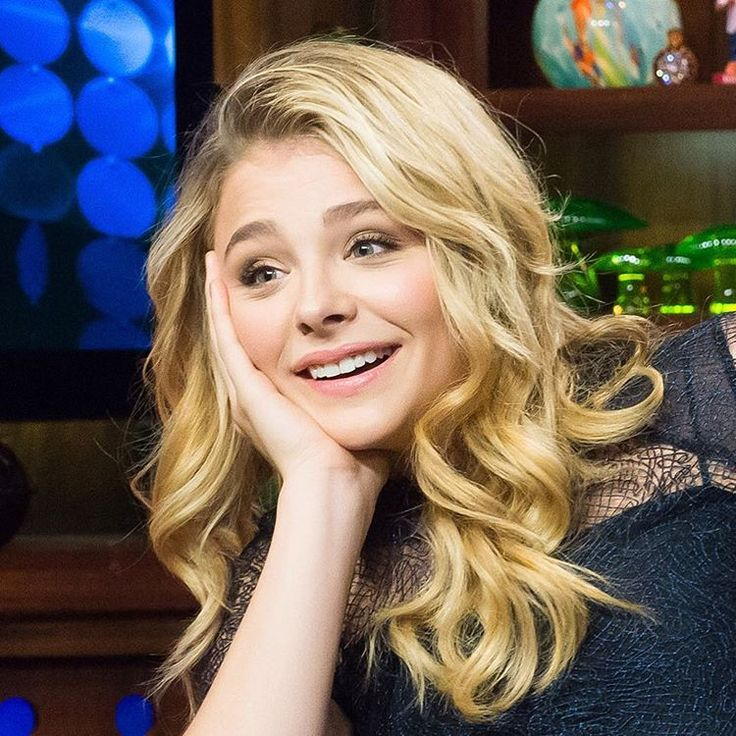 "Chloë Grace Moretz auf Instagram: ""My face every time when Chloë posts a new picture on Instagram ⬆️ #chloegracemoretz"""