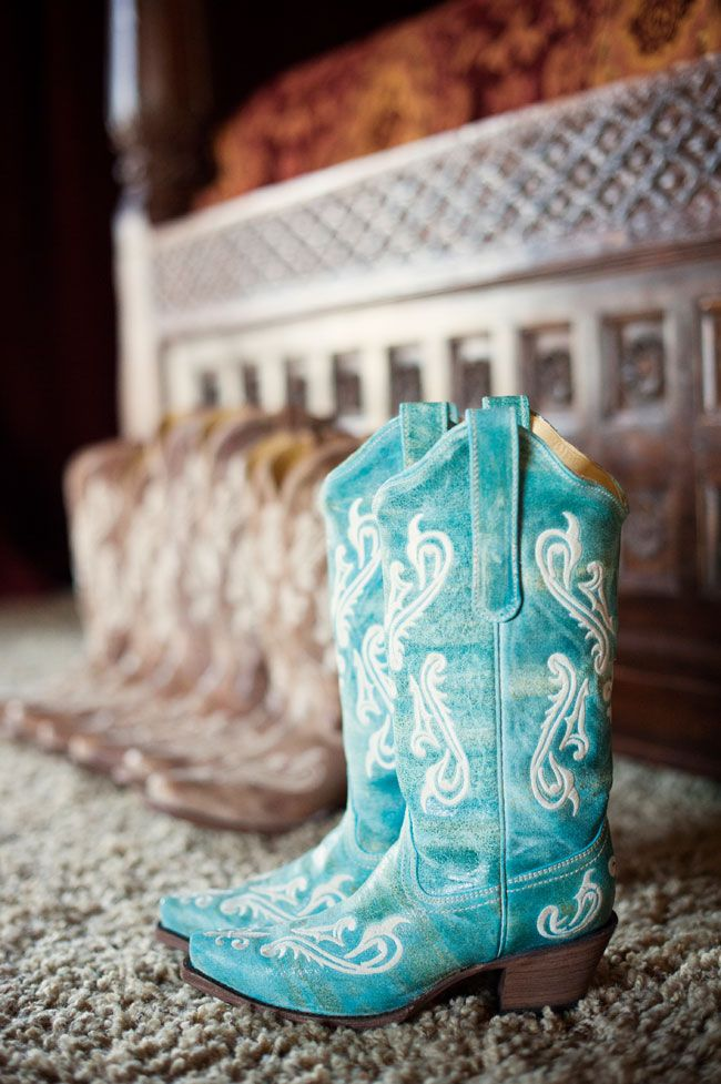 Vibrant Rustic Texas Wedding | Photograph by Jenna Leigh Photography  http://www.storyboardwedding.com/bold-colors-rustic-georgetown-texas-country-wedding/
