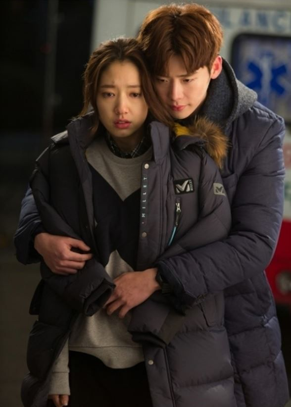 "Lee Jong Suk Gives Park Shin Hye a Warm Hug from Behind in ""Pinocchio"""
