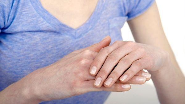 Artróza v prstech rukou hrozí především ženám.