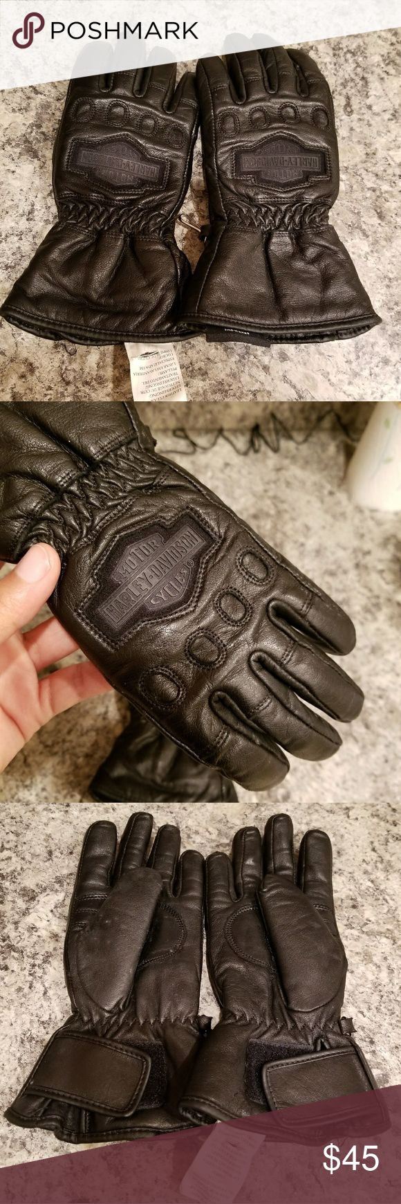 EUC Women's Harley-Davidson Leather Gloves XS EUC Women's Unisex Harley Davidson Leather Gloves XS  Superb gloves.  That could be mens or women's. They are Xs.  Length from that longest digit is 9.5 inches Width 5 inches  Features zip up design for an extra tight fit.   Breathable design  Color black Embroidered motor Harley Davidson cycles logo on front. Harley-Davidson Accessories Gloves & Mittens
