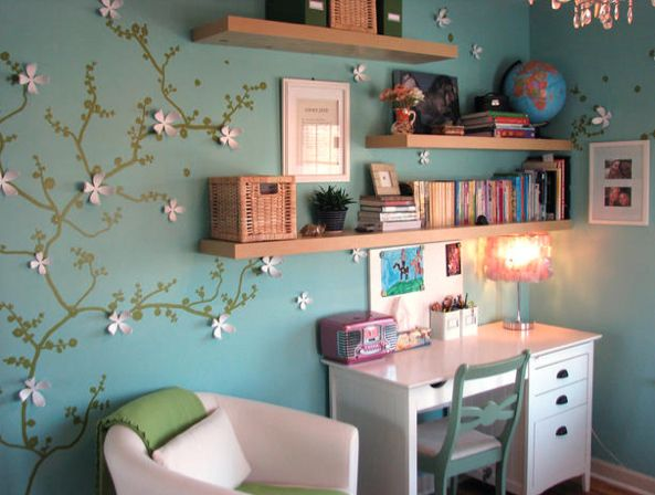 Paper vines? Check. Chock full book shelves? Check. AWESOME kid's room? CHECK!!! Redecorate Your Picky's Kid's Room for Cheap! | MyNewPlace Blog
