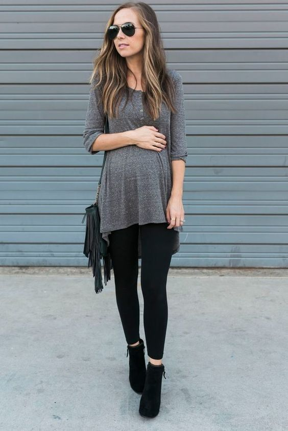 Cute and casual #maternitystyle #pregnancy #momstyle #mamastyle #fashion #pregnancylook Visit our website www.circu.net