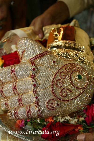 "Diamond ""glove"" of Lord Venkateswara."