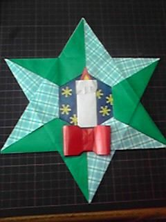 Origami クリスマスリース(小学校図書室の飾り付け)