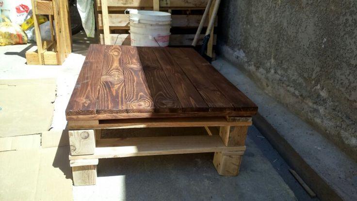 La mesa se debe ensamblar por partes y para que el proseso de teñido sea parejo, tambien debe ser asi...