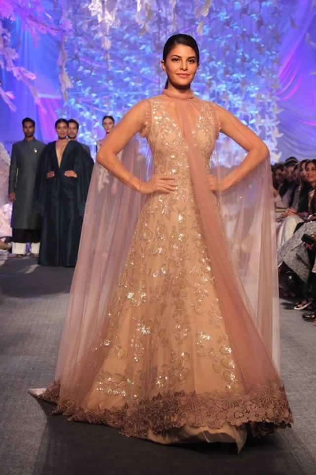 """""""Elements"""" Of Manish Malhotra Collection For LFW Summer/Resort 2016 Will Make You Fall In Love With It - The Show stopper, Jacqueline Fernandez was looking stunning when she walked down the runway in intricately designed apparel."""