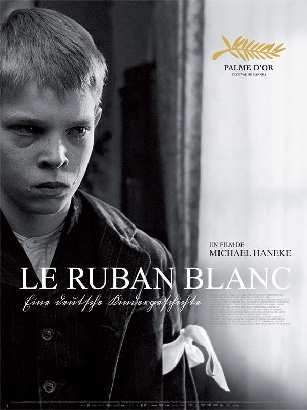 Le Ruban blanc est un film de Michael Haneke avec Christian Friedel, Ernst Jacobi. Synopsis : Un village protestant de l'Allemagne du Nord à la veille de la Première Guerre mondiale (1913/1914). L'histoire d'enfants et d'adolescents d'une chora