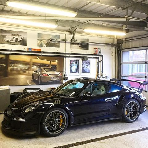 Presenting the first known PTS Carbon Black 991 GT3 RS, at Porsche Centre Bristol in the UK! Carbon Black is originally a BMW color : @edwardlovett | Follow @ptsrs and join the #ptsrs movement for the latest on the newest #painttosample Porsche 991 GT3 RS's! | #porsche #911 #991 #porsche911 #porsche991 #gt3 #gt3rs #911gt3 #991gt3 #911gt3rs #991gt3rs #carbonblack