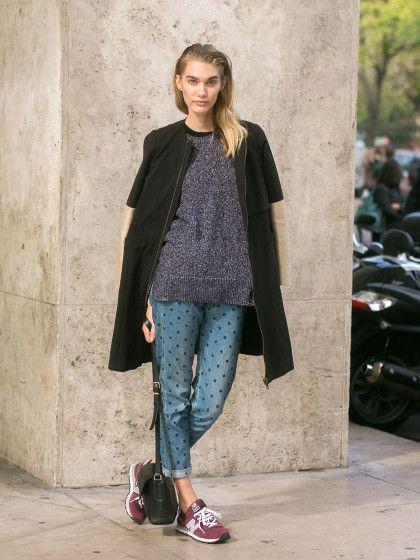 STYLIGHT Streetview: der Streetstyle des Tages! Heute mit Polka-Dot-Jeans. Der Retro-Trend wird immer zeitgemäßer – die Designerin Rei Kawakubo verwendet ihn ständig. Das russische Model Irina Nikolaeva trägt die Variante Polka-Dot-Jeans.