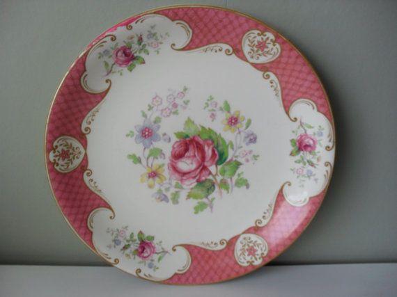Piastra di squisita collezione floreale rosa di Myott.  Un piatto molto carino in condizioni favolose che sarà grande nel vostro cottage o