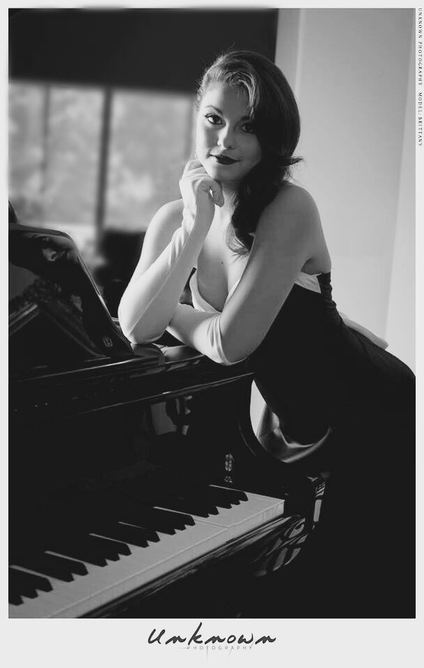 Old Hollywood Glamour Photoshoot With Baby Grand Piano