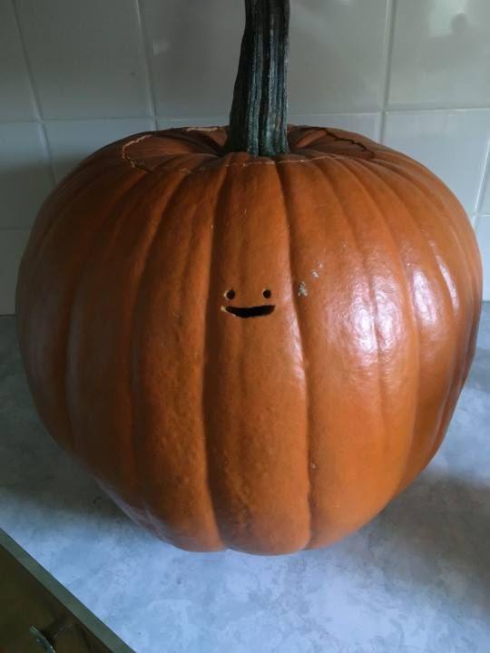 Before the inevitable onslaught of posts containing extremely intricate and beautiful looking pumpkins begin I wanted to share a humble Jack-o'-lantern design.