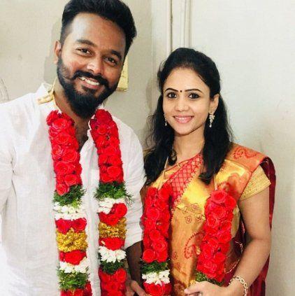 Popular VJ Manimegalai has Got Married to her Boyfriend Hussain at a Register Office. #VJManimegalai #Hussain #Marriage #StarsMarriage #StarsWedding #CineUpdate #ChennaiUngalKaiyil