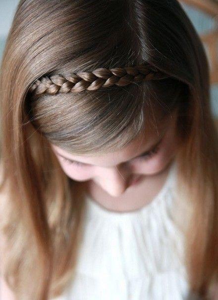 Simple dulce estilo de pelo para las niñas - Trenza Diadema
