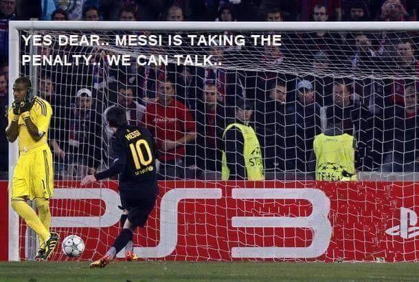 Bramkarz rozmawia z dziewczyną podczas strzału Argentyńczyka • Lionel Messi strzela rzut karny więc goalkeeper może porozmawiać >> #messi #lionelmessi #football #soccer #sports #pilkanozna #funny