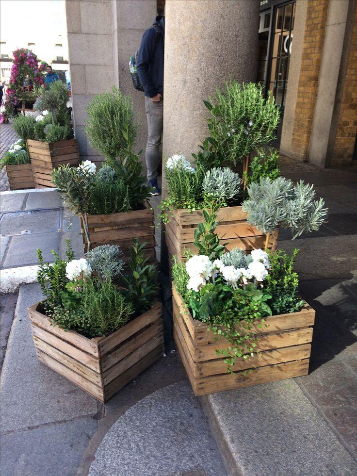 Gepflanzte Holzkisten – Blumen/ Garten – Gartengestaltung