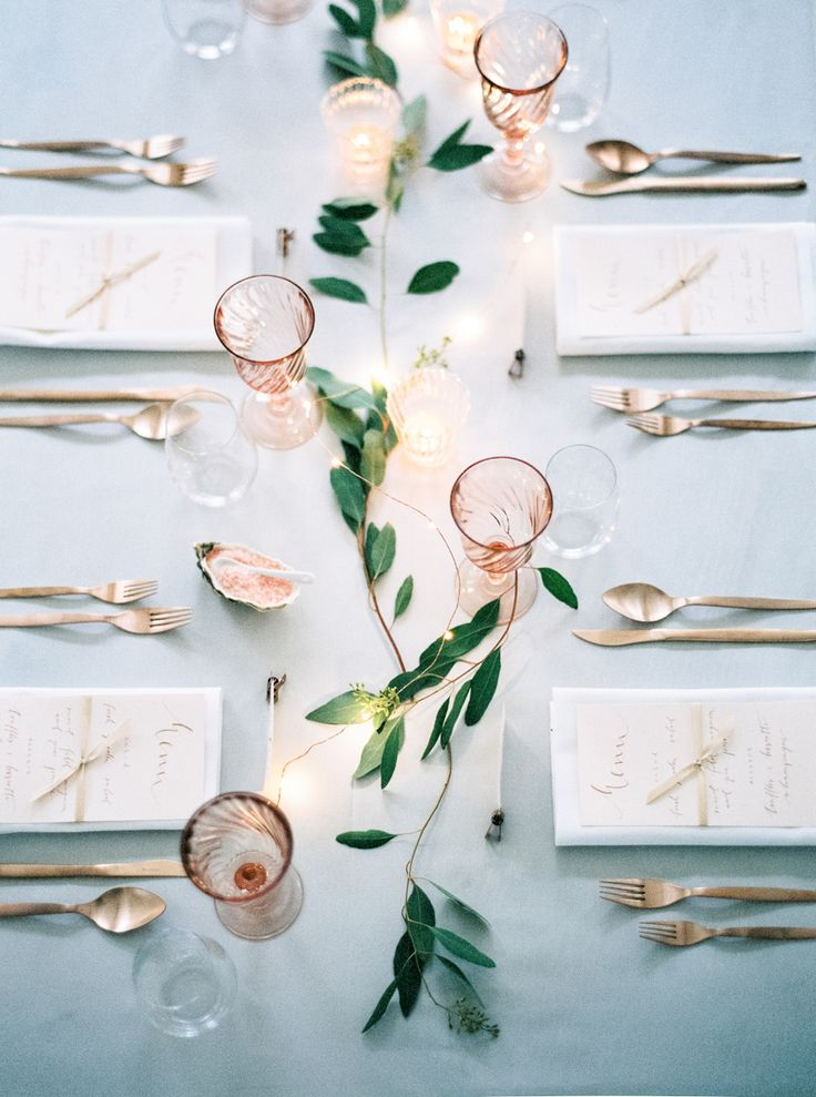 Gold, blue and peach - Wedding Inspiration // Nordic Weddings - Photo: http://peachesandmint.com/