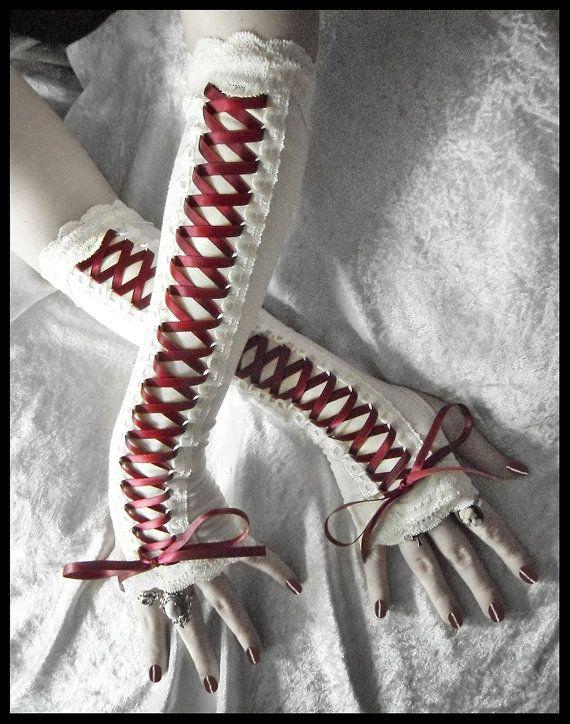 Roos, Corset gloves met zwart kant en roze lint?