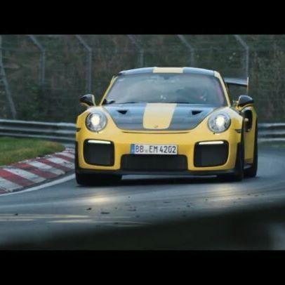 6:47.3 на Ринге. 700 коней нового GT2 RS растоптали всех. В том числе и 918 Spyder (6:57), которого нельзя было трогать, потому что он в 5 раз дороже. Прежний лидер Radical SR8LM (6:48) уже пошел в магазин за новыми турбинами, а Huracan Performante (6:52) даже испугаться не успел. McLaren P1 LM (6:43) не считаем, 6 музейных экспонатов как-то не делают его серийной моделью. В общем, среди дорожных моделей Porsche 911 GT2 RS теперь лучший. Святая гибридная троица LaFerrari/918/P1 так и не…
