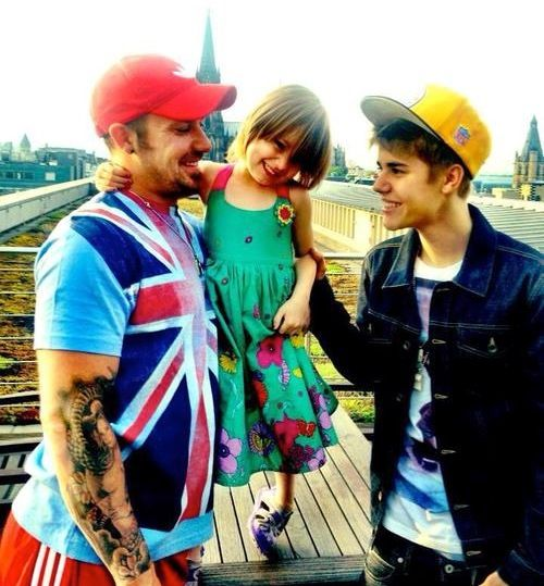 Justin Bieber and Family!  This is an old pic but still is cute!!