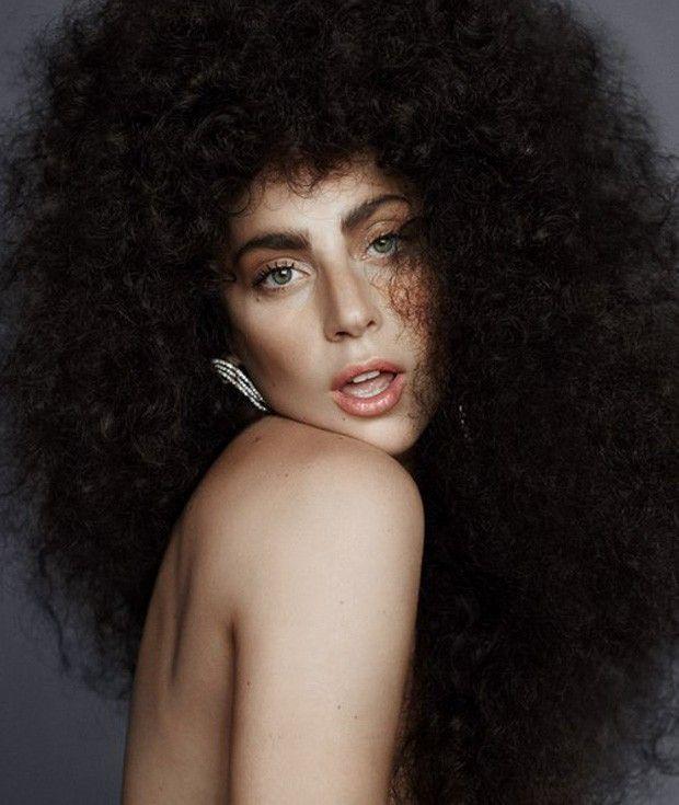 Lady Gaga aparece de peruca black power e topless em novas fotos de ensaio