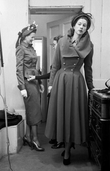 A model wearing a Hardy Amies wool coat with steel buttons and one of his new 'frame' collars, March 1949. #vintage #fashion #1940s