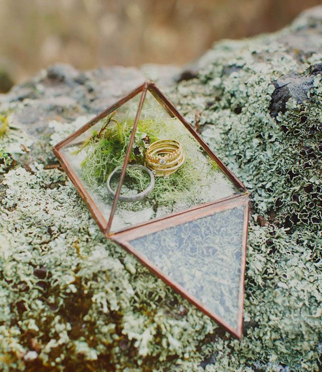 geometric ring holder - for amazing photo op