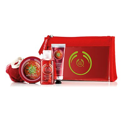 Make someone feel beautiful from head to toe. Filled with fruity strawberrry scented treats, this sweet set makes for an ideal gift. Stawberry Shower Gel 60ml Strawberry Body Butter 50ml Strawberry Hand Cream 30ml Red Mini Crinkle Bath Lily