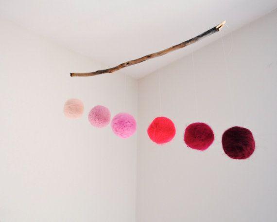 Lana geometrico Mobile di Ombre rosa - Baby Girl Mobile, vivaio Mobile, Mobile di Montessori, presepe Mobile - palline di lana minimalista