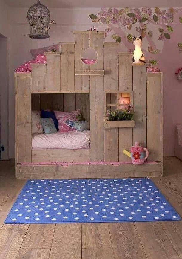 Kinderbed huisje van stijgerhout