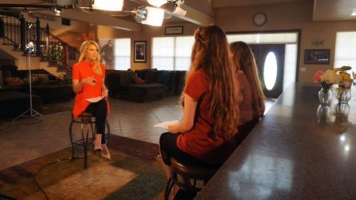 "In this Wed., June 3, 2015 image provided by FOX News, FOX News Channel's Megyn Kelly interviews Jessa Seewald and Jill Dillard of the TLC program ""19 Kids and Counting,"" in Springdale, Ark. The interview airs Friday, June 5, 2015 on the FOX News Channel at 9 p.m. ET. (FOX News Channel via AP)"
