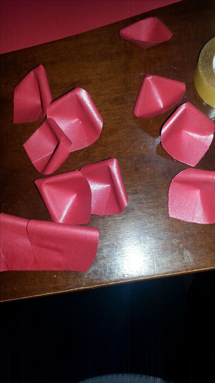 rosa realizzata con carta rossa perlata 90g