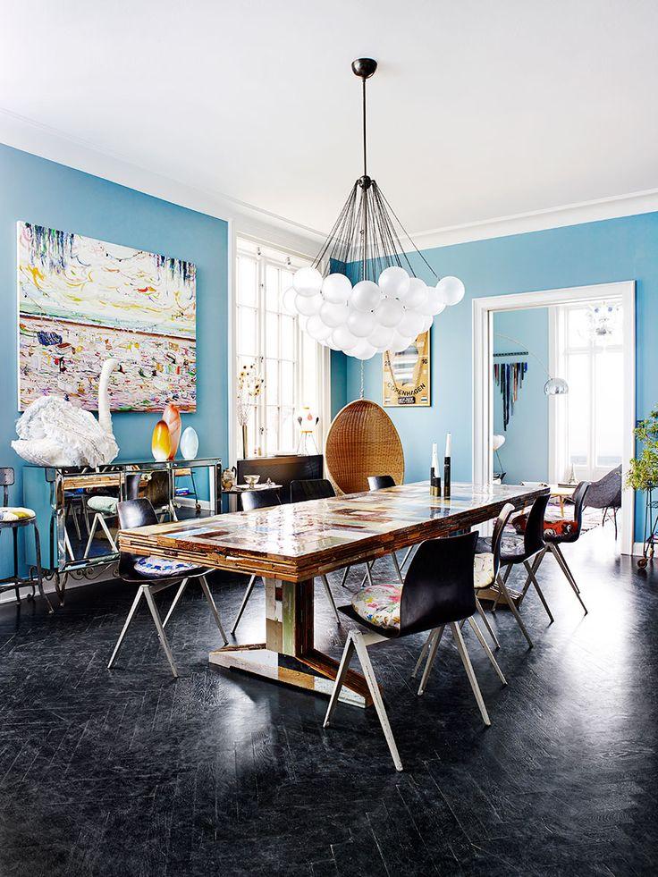 En explosion av färger, former, kompositioner och ett gediget intresse för konst. I hemmet norr om Köpenhamn har Barbara Husted Werner och Martin Werner inrett med en härlig mix av...