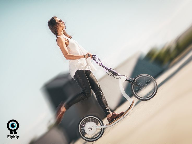 This beautifully practical kick assist e-bike is the smartest move around the city as it extends your ride and folds easily.