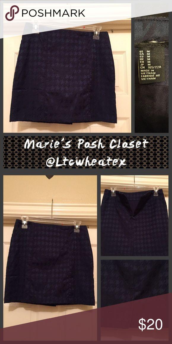 Navy and Navy Houndstooth Shirt Super cute, dark shaded mini-skirt in dark navy on lighter navy. Forever 21 Skirts Mini