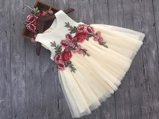 Elegante kleine Mädchen Blume applizierte Spitze ärmelloses Kleid für besondere Anlässe   – Products