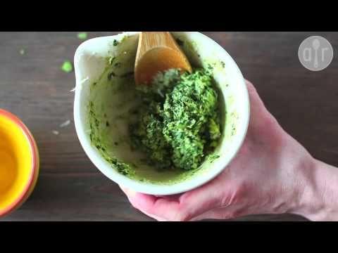 Rezept: Basilikum Pesto selber machen (Pesto genovese), Pesto selbst machen, Selbstgemachtes Pesto, authentisches italienisches Pesto
