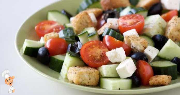 Греческий салат классический с сухариками - поистине восхитительный и питательный.Классический рецепт греческого салата - это кусочек солнечного побережья ..