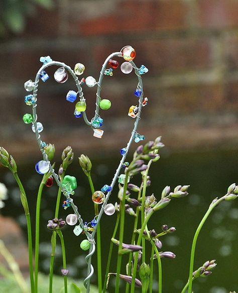 Blumenstecker aus Draht und Perlen selber machen – B